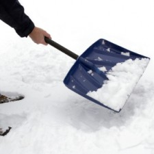 shoveling snow 225x225  10 Outdoor Uses for Coconut Oil